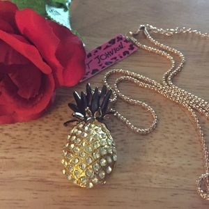🆕Beautiful Pineapple Pendant
